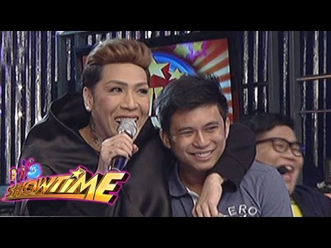 It's Showtime: It's Showtime family gives gift to a netizen