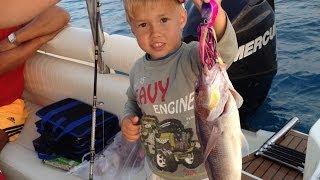 Морская рыбалка в Турции, Алания(Мой сын Илья словил свою первую рыбу в 4 годика - Дентич весом 1 кг. Ребенок игрался с блесной Octopus Killer 200 грамм..., 2014-06-01T17:08:22.000Z)