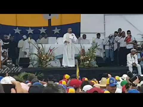 """Palabras del Padre """"Chulalo"""" en cierre de procesión por la Paz de Venezuela Divina Pastora 15-06-17"""