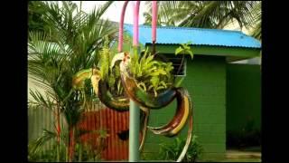 Декор сада   Поделки из покрышек своими руками(Использовать поделки из покрышек своими руками в качестве декора сада - оригинальная идея. Посмотрите..., 2015-03-03T12:18:39.000Z)