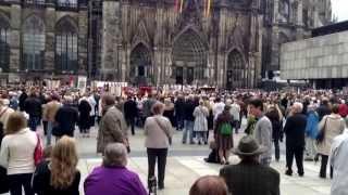 5月30日聖体の祝日のケルン大聖堂前