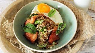 Co na obiad: Kasza z warzywami, boczkiem i jajkiem