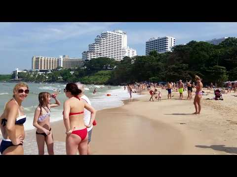 Walking by Cosy Beach, the best Beaches in Pattaya
