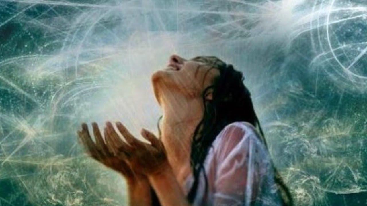EU SOU um abençoado pedaço da divindade que cria o que quer que eu necessitar à medida que eu prosseguir...