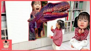 꾸러기 유니 집에 공룡 친구들 나타났다(?) 마법사 공룡대탐험 놀이 ♡ 상어가족 상어송 율동 부르기 공룡송 동요 함께 킨더조이 장난감 놀이 | 말이야와아이들 MariAndKids