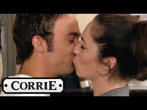 Shona and David's Fighting Turns Into a Kiss - Coronation Street