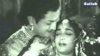 Nannu Dochukunduvate- Gulebakavali Katha This song sung by Ravinutala Ranga Rao and Ravinutala Krish