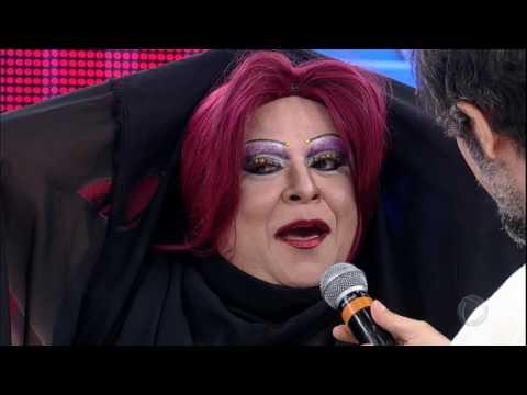 Artistas tentam convencer os jurados no Canjica Show