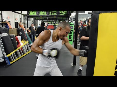DAMN!! CHRIS EUBANK SHOWS OFF SPEED ON BAG WHILE TRAINING IN