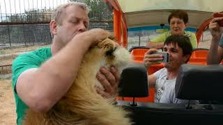Лев Филя остался недоволен коротким общением с туристами!