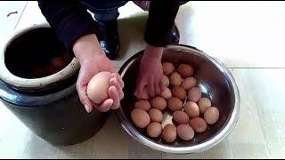 传统式腌鸡蛋,农村家常做法,这样腌鸡蛋油多好吃||胖嫂show