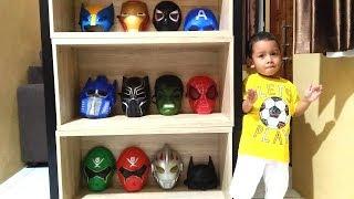 Lucunya Azufi Jadi Pedagang Topeng Superhero Saat Melayani Bermacam Tipe Pembeli