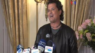 Carlos Vives dona guitarra a Smithsonian