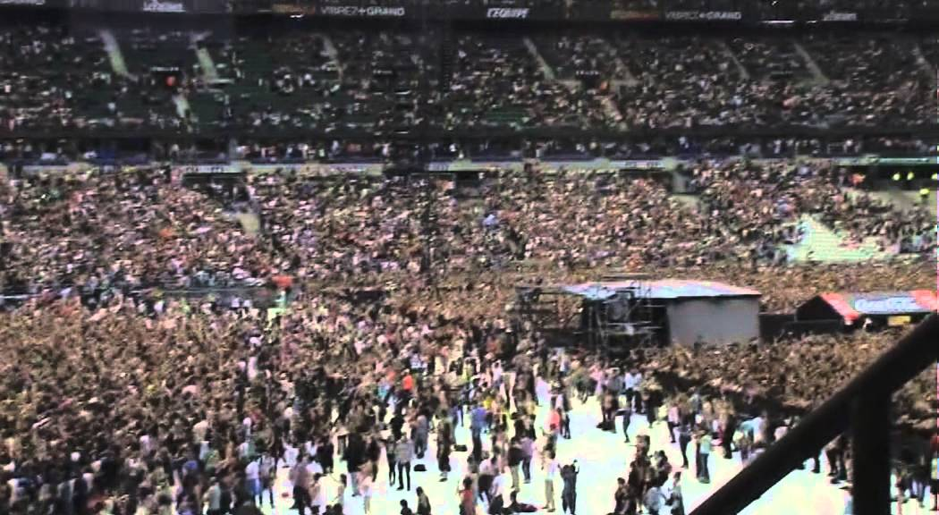 Le début du set de David Guetta au Stade de France