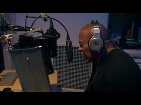 "Dr. Dre Recording ""Talking To My Diary"""