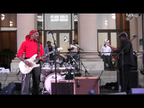 """James Ross @ (Guitarist) Ernie Isley - (Isley Brothers) - """"Who's That Lady"""" - Live In St. Louis"""