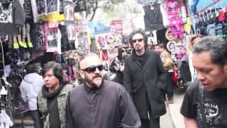 JOHNNY INDOVINA Y CHAVA DE LA CASTAÑEDA Caminando por el Chopo
