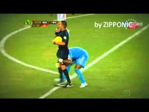 CELEBRATION FAIL ! NIGERIA Vincent Enyeama KEEPER TRIES TO LIFT UP THE REFEREE - AFRICA CUP !
