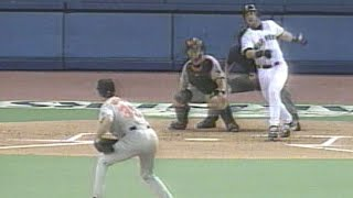 Edgar Martinez hits two-run homer off Mussina