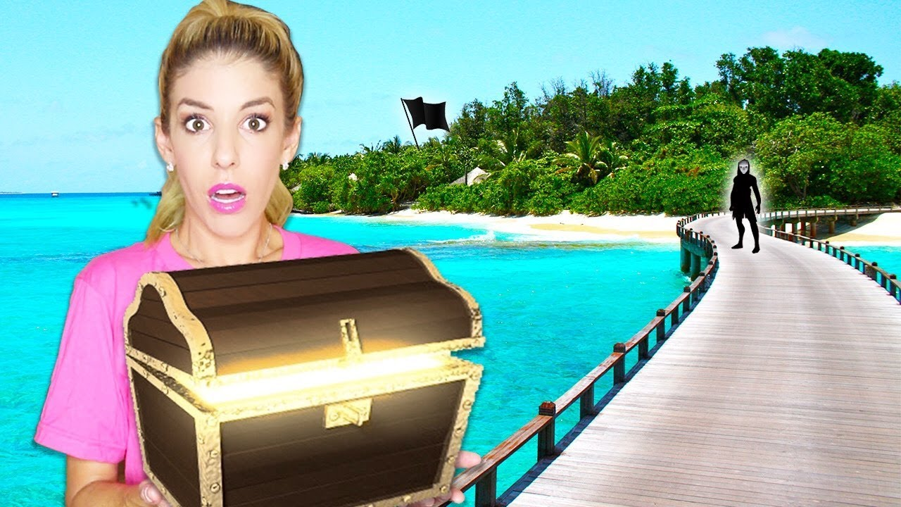 found-underwater-sunken-treasure-chest-while-exploring-and-escaping-abandoned-game-master-island