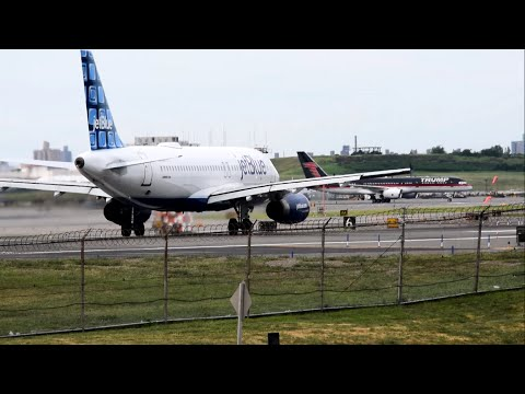 Plane Spotting at  LGA LaGuardia Airport New York