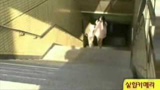 Repeat youtube video 짧은 치마 여자 계단 오를때 남자들의 반응 when mini skirt girl walking up the stairs