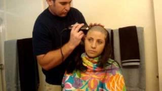 Kellie Pickler Shaves Her Head To Support Her Best Friend