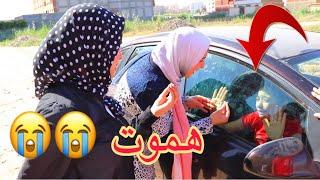 اب يغلق السيارة على بنت صغيره فى الحرارة الشديدة شوفو البنت حصلها ايه ؟