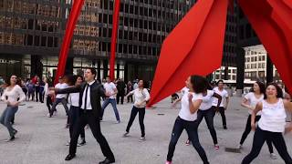 Gambar cover Hashem Melech - Flash Mob - Elliot Dvorin | Key Tov Orchestra - ה׳ מלך - פלאש מוב