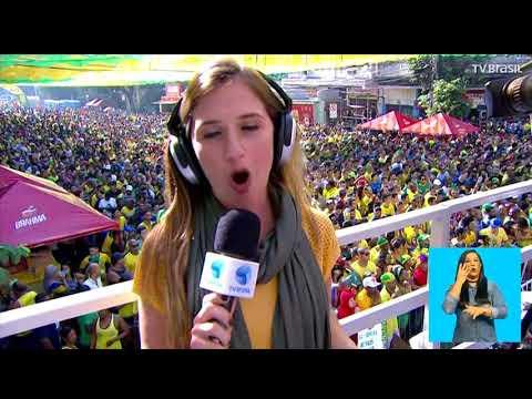 No Rio, Torcedores Se Concentram No Alzirão Para Assistir Seleção