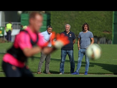 Carles Puyol visits training session (03/09/2014)