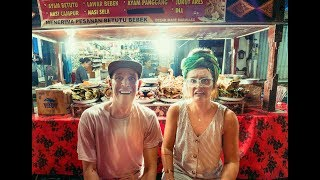 FOREIGNERS EXPLORE INDONESIAN FOOD MARKET