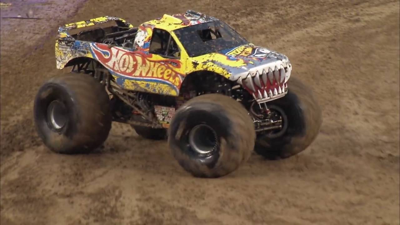 Son Uva Digger Vs Team Hot Wheels Firestorm Monster Jam Racing Semi Finals Nashville 2016 Youtube
