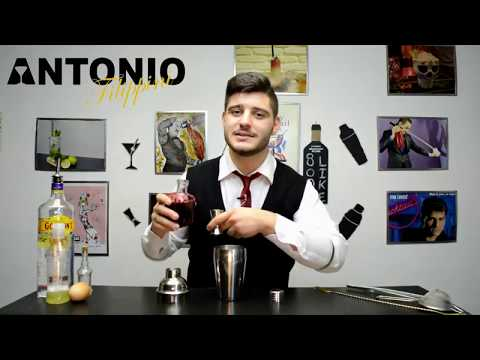 Preparare il clover club cocktail (1000 modi per brindare)