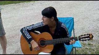 Klara - Igranje na kitaro 1