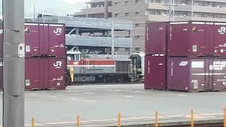 JR西日本鷹取駅でDE10-1561号機とJR北海道H100形の甲種輸送の入線シーン2020年(携帯電話で撮影)
