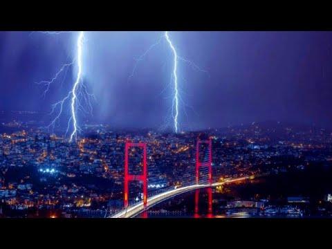عاصفة رعدية وسيول تجتاح اسطنبول وازمير ، تركيا