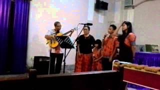 Video Yesus Memanggil Mari Segra - keluarga Tutuhatunewa download MP3, 3GP, MP4, WEBM, AVI, FLV Agustus 2018