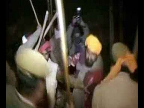 Police lathicharge on agitating farmers in Amritsar Travel Video