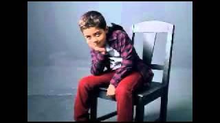 El hijo de NachO Cantandole a su papa!! =) 2007