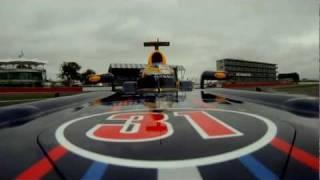 ジャン・エリック・ベルニュ、シルバーストンでレッドブル RB7をドライブ