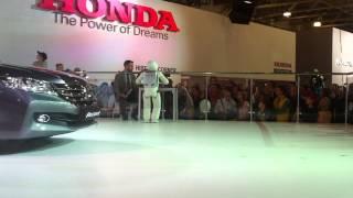 робот ASIMO в  Москве на международном автосалоне