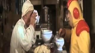 Kapuśniaczek (fr. La Soupe aux choux, 1981) | Trailer, Zwiastun, Scena