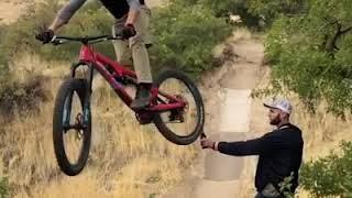 video original de la moto y la botella