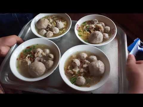 BELI BAKSO METRO HARUS ANTRI!!! INDONESIAN STREET FOOD