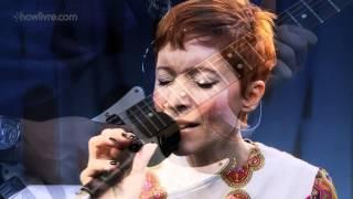 """Patricia Marx em """"Quando chove"""" no Estúdio Showlivre 2013"""