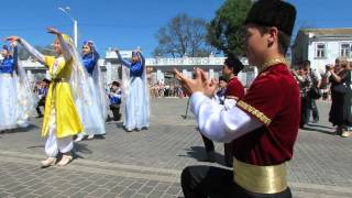 Парад Эпох в Евпатории(1 мая в Евпатории состоялось открытие курортного сезона 2013!!! В отличии от прошлых лет в городе решили провес..., 2013-05-03T14:01:38.000Z)