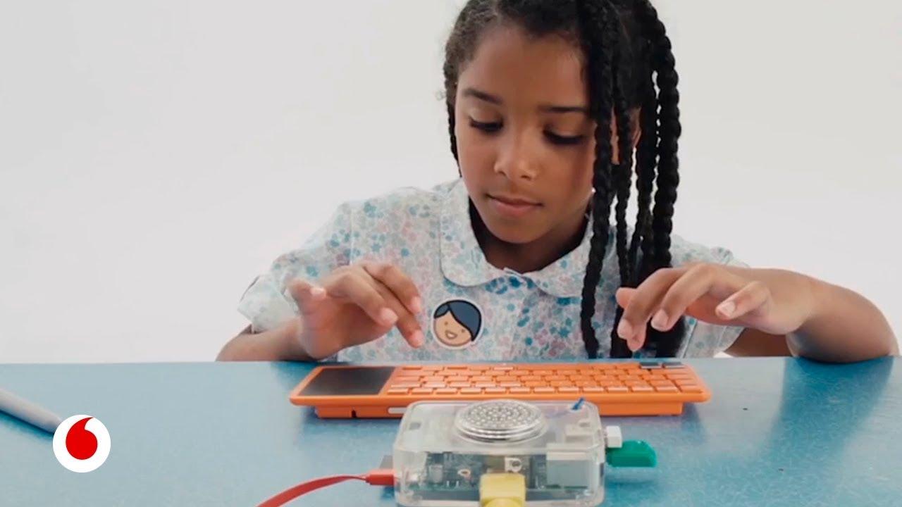 Kano, el ordenador que puede ser construido y programado por un niño de siete años