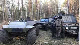 Болотоход против Гелика на тракторах и УАЗов.