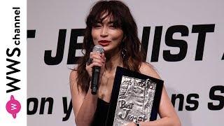 2児の母・長谷川京子がベストジーニスト受賞で引き締まった美背中を披露!